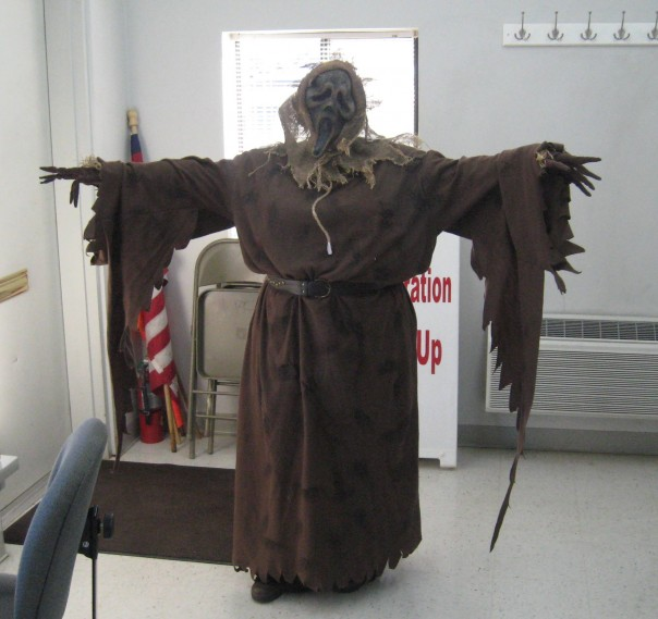 Ahhhh!!!! Ms. Lynn at the auction is looking scary